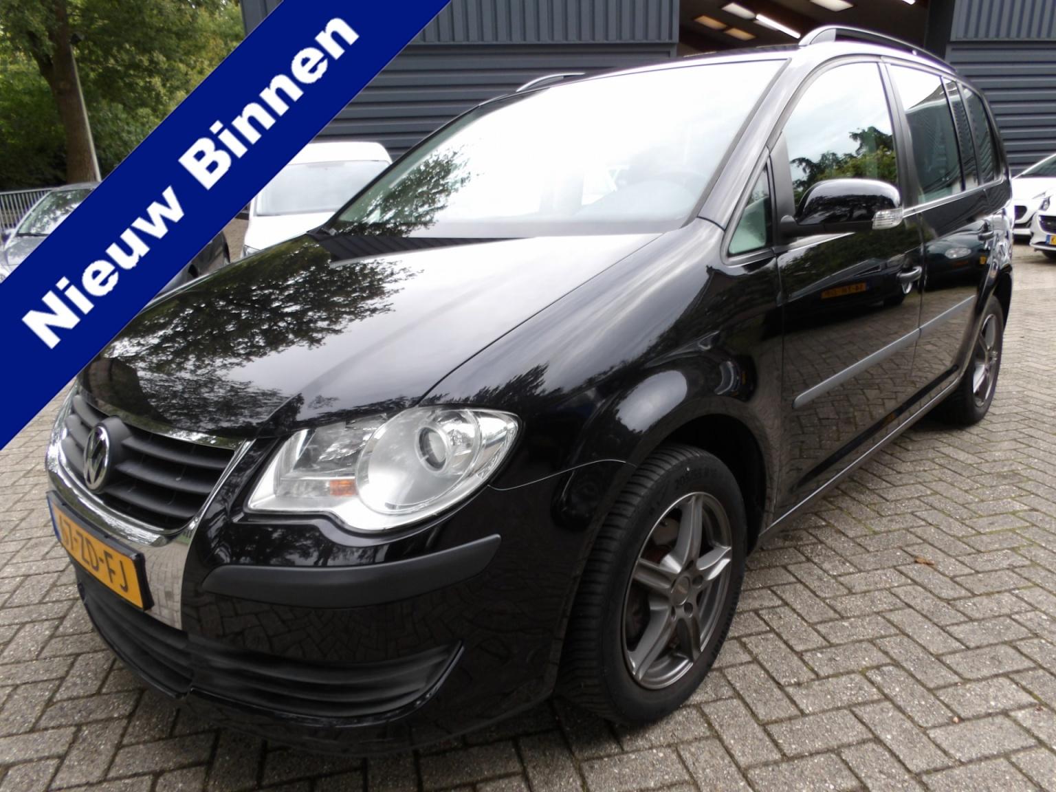Volkswagen-Touran-0