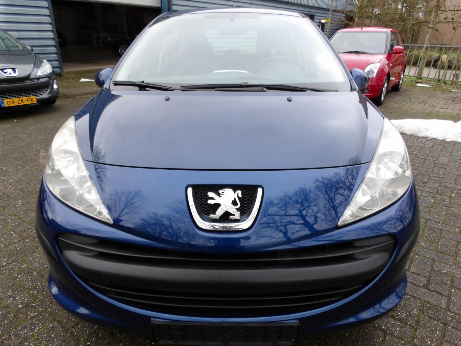 Peugeot-207-7