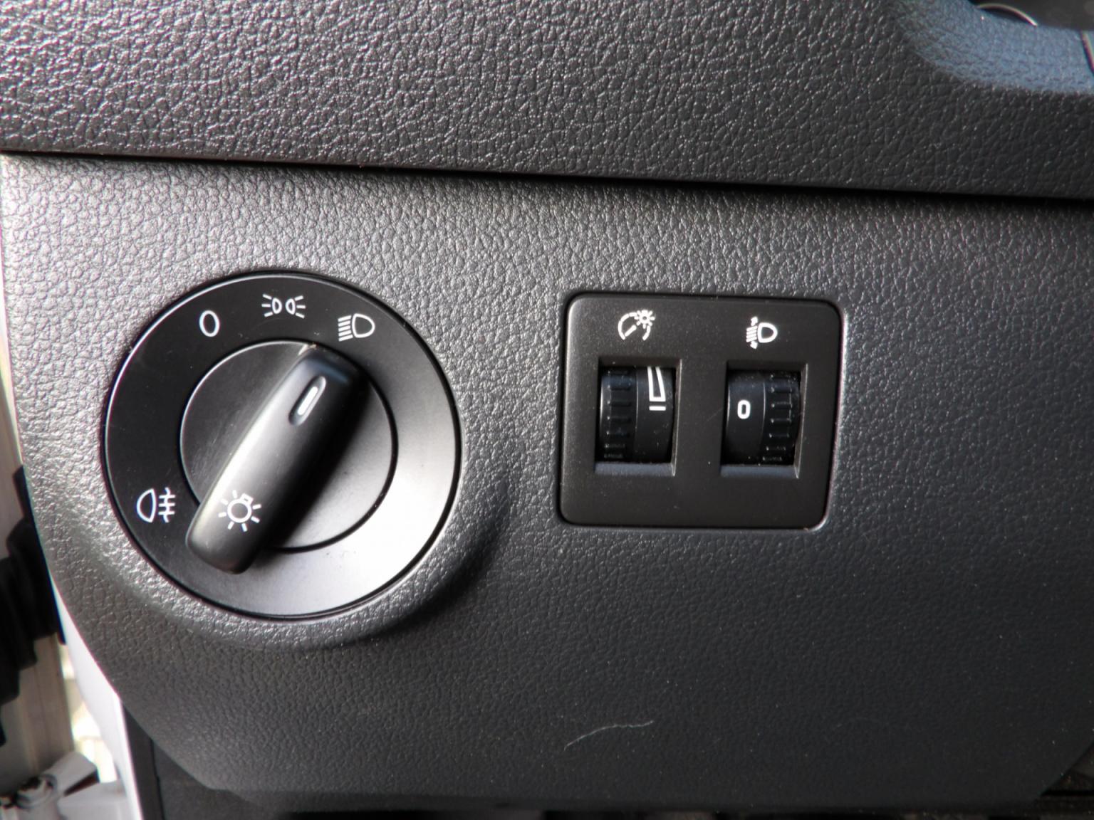 Volkswagen-Caddy-22